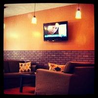 Foto tirada no(a) Brew Coffee House por RadioFreeBronx em 7/6/2012