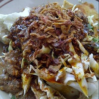 Photo taken at Tahu Gimbal Bu Yaten by Catherine H. on 8/22/2012