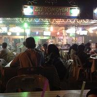 Photo taken at Zu Tomyam Seafood by Ahmad Z. on 6/8/2012