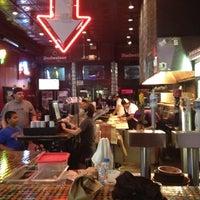 7/13/2012 tarihinde Mark J.ziyaretçi tarafından Serious Pizza'de çekilen fotoğraf