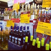 Das Foto wurde bei Whole Foods Wine Store von Rebecca C. am 7/27/2012 aufgenommen