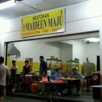 Photo taken at Restoran Maideen Maju (Vista Impiana) by Iqbal S. on 4/3/2012