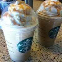 5/26/2012 tarihinde Wendy D.ziyaretçi tarafından Starbucks'de çekilen fotoğraf
