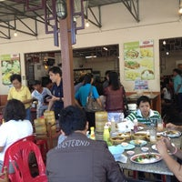 Photo taken at เรือนไทย ติ่มซำ by Mamodying C. on 4/6/2012