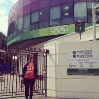 Das Foto wurde bei Wimbledon Lawn Tennis Museum von Vanessa R. am 7/19/2012 aufgenommen