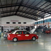 Photo taken at 4S EON Showroom-Proton Sales, Service, Spare Part and Spray & Body Painting by Meng Suan K. on 4/30/2012