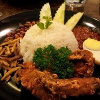 Photo taken at Penang Nyonya by Farahnas I. on 6/29/2012