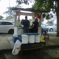 Photo taken at Vip Cendol @ Taman Putra Perdana by Iffat Z. on 5/6/2012