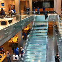 Photo taken at Apple North Michigan Avenue by Tylor S. on 5/8/2012