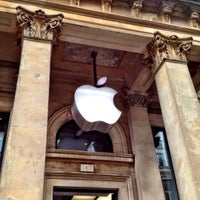 Photo taken at Apple Buchanan Street by Alexei B. on 7/22/2012