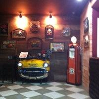 Photo taken at Armazém Classic Burger by Diego M. on 3/30/2012