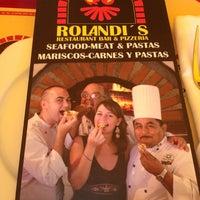 Foto tomada en Rolandi's por Tess el 3/15/2012