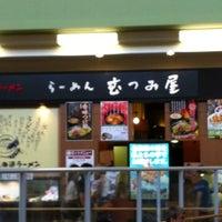 Photo taken at らーめん むつみ屋 by Tsuyoshi I. on 7/22/2012