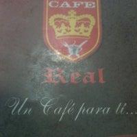 Foto tomada en Cafe Real por Alejandra el 8/10/2012