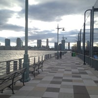 Foto tirada no(a) West Side Highway Running Path por Seth H. em 3/29/2012