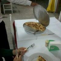 Foto tirada no(a) Pizzaria La Vera Napolitana por Luiz B. em 9/1/2012
