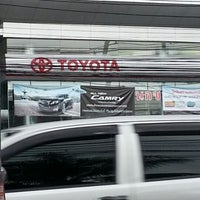 Photo taken at Toyota Akenimitthai (Tiwanont-Muangthong) by 자나자이 고. on 7/12/2012