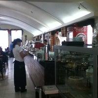 Foto tirada no(a) Sá Rosa Café por Bárbara C. em 1/4/2011