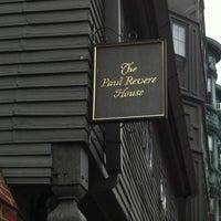 Das Foto wurde bei Paul Revere House von Sarah P. am 7/25/2011 aufgenommen
