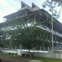 Photo taken at Institut Teknologi Bandung (ITB) by dessy r. on 1/29/2012