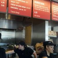 Foto tomada en Chipotle Mexican Grill por Maggie M. el 1/27/2012