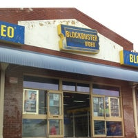 Photo taken at Blockbuster by Divagando on 7/23/2011