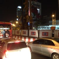 Photo taken at BMTA Bus Stop เดอะมอลล์บางแค ขาออก (The Mall Bangkae Outbound) by Pla J. on 3/14/2012