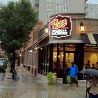 Foto scattata a Pete's Pizzeria & Bakehouse da Kevin O. il 8/8/2011