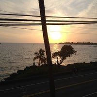 Photo taken at Humpy's Big Island Alehouse by Francis C. on 5/9/2012