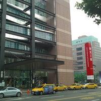 Photo taken at Shin Kong Mitsukoshi (Taipei Xinyi Place A11) by Chen m. on 8/22/2011