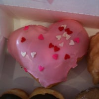Photo taken at Dunkin' Donuts by Alley L. on 2/13/2011
