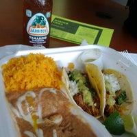 Foto tomada en Border Grill Fresh-Mex por Andres L. el 4/9/2012
