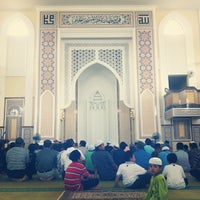 Photo taken at Masjid Al-Hidayah by Raja Ariff on 2/19/2012