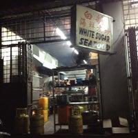 Photo taken at 白糖海鲜饭店 by Annie on 9/3/2012