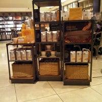 Foto tomada en Starbucks por Rick M. el 2/29/2012