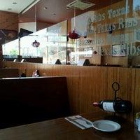 Foto tomada en Texas Ribs® por Alonso G. el 4/19/2012