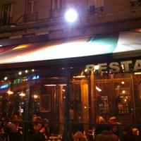 Foto diambil di Delaville Café oleh pascal M. pada 4/14/2012