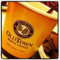 Photo taken at OldTown White Coffee by Maya P. on 8/23/2012