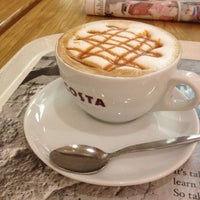 Photo taken at Costa Coffee by Luciana R. on 9/6/2012