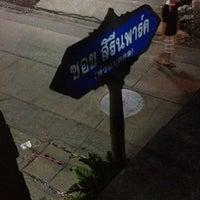 Photo taken at ร้านเหลือง by Golfkung on 7/25/2012