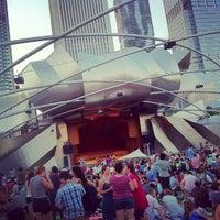 7/17/2012 tarihinde DJ M.ziyaretçi tarafından Jay Pritzker Pavilion'de çekilen fotoğraf