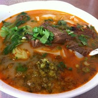 Photo taken at E-Noodle by Christina J. on 11/5/2011