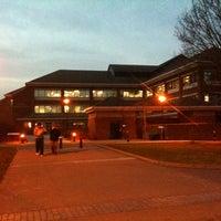 Foto diambil di University House oleh Marius G. pada 1/31/2011