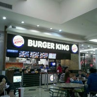 Foto tirada no(a) Burger King por Caio V. em 11/3/2011