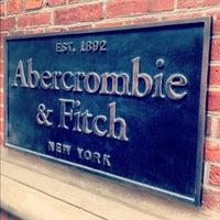 Das Foto wurde bei Abercrombie & Fitch von Bart L. am 6/16/2012 aufgenommen
