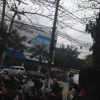 Photo taken at Cà Phê Sinh Viên by Quang Trung N. on 3/28/2012