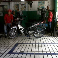Photo taken at AHASS Honda manukan by Dewi A. on 9/17/2011