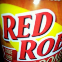 Photo taken at Red Robin Gourmet Burgers by Taryn S. on 1/14/2012