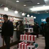 Photo taken at DAVIDsTEA by Vince MCNG marketing on 12/24/2011