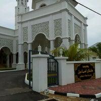 Foto scattata a Masjid Sultan Ismail (Masjid Raja Chendering) da Termizi S. il 12/26/2011